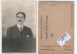 Carte Photo Homme Collée Sur Support Carte Postale De La République Orientale De L' Uruguay     (76984) - Uruguay
