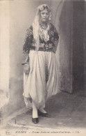 Algérie -  Types - Femme Arabe En Costume D'intérieur - Algérie