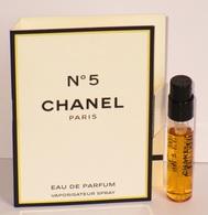 échantillons De Parfum  Chanel N°5  Tubes Sur Cartes De Parfum De CHANEL - Echantillons (tubes Sur Carte)