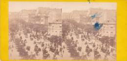 Vieille Photo Stereoscopique Boulevard Des Italiens Tres Animée Avant 1900 Pavillon De Hanovre Caleche Diligence - Stereo-Photographie