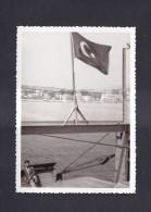 Photo Originale Turquie à Bord D'un Bateau Pavillon Turc Port à Situer - Lieux