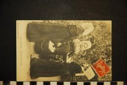 CP, FOLKLORE COSTUMES LOUDUN (86) Coiffures Des Environs Voyagé En 1910 - Costumes