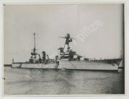 Bateau de guerre � identifier. Circa 1935.