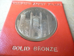 GREAT BRITAIN MEDALLION HAMPTON COURT PALACE MEDALLION George & Dragon Solid Nickel Silver - United Kingdom
