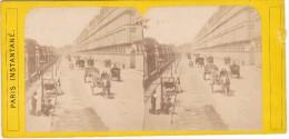 Paris Instantané Stereoscopique Rue De Rivoli Et Ministere Des Finances Debut Ou Avant 1900 Balayeur De Rue Cantonnier - Stereo-Photographie