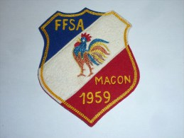 AVIRON BLASON FAIT MAIN F.F.S.F - MACON 1959 - RARE - COQ FRANCE ECUSSON TISSU SPORT BATEAU - Aviron