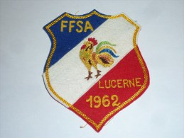 AVIRON BLASON FAIT MAIN - FFSA LUCERNE 1962 - RARE - COQ FRANCE ECUSSON TISSU SPORT BATEAU - Aviron