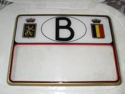 Tres   Beau Couvre Plaque Avec Le Sigle B  Neuf   Tres Rare A Trouver Pour Citroen Ou Renault - Plaques D'immatriculation