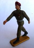RARE FIGURINE STARLUX -  SOLDAT WWII Beret Rouge PARA Luxe Au Défile PM61 OFFICIER DEFILANT - 1972 - Starlux