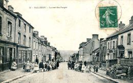 N°6007A -cpa Balleroy -la Rue Des Forges- - Francia