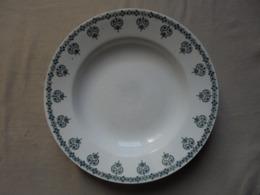 """Ancienne assiette creuse """"Nouvelles usines c�ramiques du Nord St Amand France"""""""