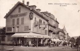 """Cpa  73 Aix-les-bains , La Rue De Geneve , Devanture """" Les Nouvelles Galleries """" Bien Animee - Aix Les Bains"""