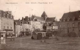 Cpa  22  Dinan , La Place Duclos , Roulotte De Forain Sur Le Milieu , Spectacle - Dinan