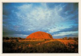 AUSTRALIA   TERRITORIO DEL NORD:  IL MONOLITO DI AYERS ROCK       (NUOVA CON DESCRIZIONE DEL SITO SUL RETRO) - Australia