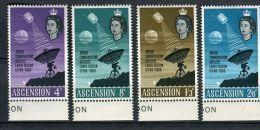 SATELLITE APOLLO ET LA STATION : Y&T N° 105/08  , TIMBRES  NEUFS  SANS  TRACE  DE  CHARNIERE  , A  VOIR . - Ascension (Ile De L')