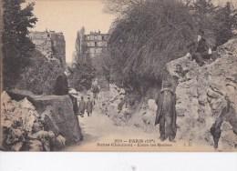 PARIS XIX  Parc Des Buttes Chaumont  Vue Insolite Des Immeubles Entre Les Roches Les Promeneurs Timbré 1921 - Arrondissement: 19