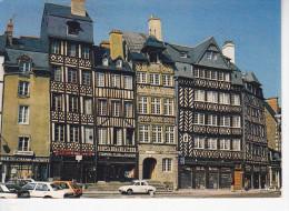 RENNES  (35- Ile Et Vilaine), Vieilles Maisons De La Place Du Champ Jacquet, Bar, Kanterbrau, TCF, Renault Dauphine - Rennes