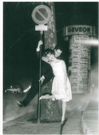 CARTOLINA VOGUE – APRIL IN PARIS, JULY 1961 PHOTO HENRY CLARKE DIMENSIONI CM 10,5x15 CONDIZIONI OTTIME - Fotografia