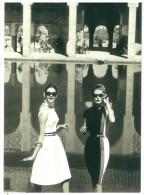 CARTOLINA VOGUE – PLAYCLOTHES OF THE WESTERN WORLD, MAY 1962 PHOTO HENRY CLARKE DIMENSIONI CM 10,5x15 CONDIZIONI OTTIME - Fotografia
