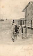 Femme à La Mer. - Cartes Postales