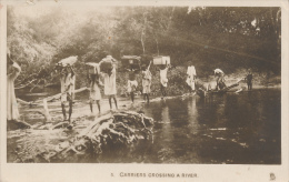 FREETOWN - 1927 , Carriers Crossing The River - Sierra Leone