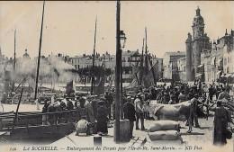 CARTE POSTALE ORIGINALE ANCIENNE : LA ROCHELLE EMBARQUEMENT FORCATS POUR L'ILE DE RE ; ANIMEE ; CHARENTES MARITIMES (17) - La Rochelle