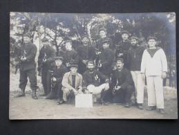 Ref3992 JU Carte Photo D'un Groupe De Soldats Marins (béret à Pompon) En Uniforme Et Armés - Vergnaud Marine Flotte 1915 - Characters
