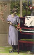 """FANTAISIE FEMMES FRAU LADY Fêtes  : """" Joyeuse Fête """" Femme Et Piano - Musique - Mujeres"""
