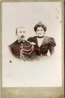 Grand CDV (CAB) Vers 1890-officier-gendarme? Et Son épouse-photo Ferrari à Saint Raphaël - Guerre, Militaire