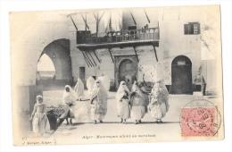 (3519-00) Alger - Mauresques allant au marabout