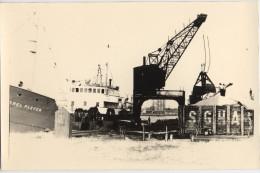 Bateau dans un port Fran�ais tirage amateur des ann�es 1950 / 1960