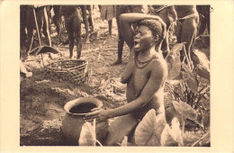 A O F-OUBANGUI CHARI (Republique CENTRAFRICAINE RCA) Femme Boubou Urne Funéraire Mari (nu Seins Nus) Bègue 37 /Moreau - Central African Republic