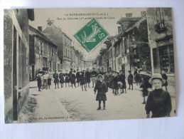 VAL0415 - 37 - LA HAYE DESCARTES - RUE DE BALESME (1ere PARTIE) -  SORTIE DE CLASSE - Andere Gemeenten