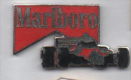 Superbe Pin´s En EGF , Auto F1 , Tabac Marlboro , Signé Saggay - F1