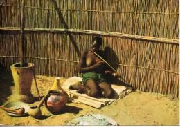 Bechuanaland. Femme Jouant à L'arc Musical. Plasmarine - Botswana