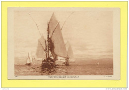 CPA Bateaux à Voile THONNIERS Ralliant La Rochelle - Pêche