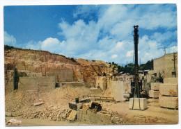 VILLERS LA FAYE--La Carrière (extraction Des Blocs De Pierres Avec Machine),cpm N°371  éd  Combier - Autres Communes