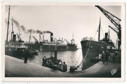 """Cpsm: 29 BREST Le Port De Commerce (Remorqueur """"Plougastel"""" Cargo """"Arzic"""" , Grues) N° 40  Ed. Masson - Brest"""
