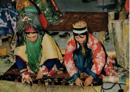 AFGHANISTAN    CARPET WEAVERS OF NORTHERN PROVINCES AFGHANISTAN     (VIAGGIATA) - Afghanistan