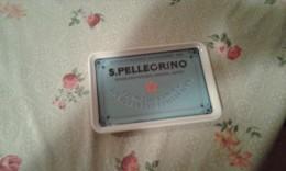 R-ACQUA S.PELLEGRINO-POSACENERE CON SCRITTE IN INGLESE-MATERIALE PLASTICO - Vetro
