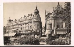- 34 - MONTPELLIER: Place De La Comédie: Grand Café Riche, La Dépêche, Galeries Lafayette, Voitures ...1950 - - Montpellier