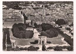- 34 - MONTPELLIER: Vue Générale Aérienne Et Jardins Du Peyrou - Cpsm Combier Années 50 - - Montpellier