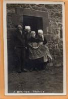 A Breton Family Old Real Photo Postcard - Europe