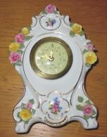 Déco Horloge Mercedes Année 75 En Porcelaine Avec Roses N°2039 - 13.5 X 20 X 5 Cm - Horloges
