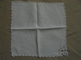 Ancien Mouchoir En Coton (fil) Blanc, Brodé, Ajouré à La Pour Femme - Mouchoirs