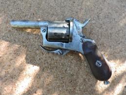 Revolver � percussion � broche,6 coups,calibre 7 mm