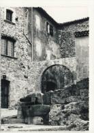 83- TOURTOUR-  ENTREE  DU  VIEUX  CHATEAU  N2631 - France