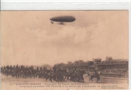 LE DIRIGEABLE CLEMENT BAYARD EVOLUANT AU DESSUS DES TROUPES A LA REVUE DE LONGCHAMP LE 14 JUILLET 1912 - Airships