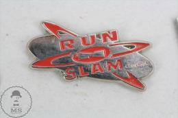 Converse Run N´ Slam - Advertising Pin Badge #PLS - Marcas Registradas