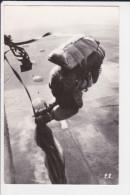 PARACHUTISME PARACHUTE EN VOL PE 1966 PHOTO ? ECRITE DE PAU - Paracaidismo